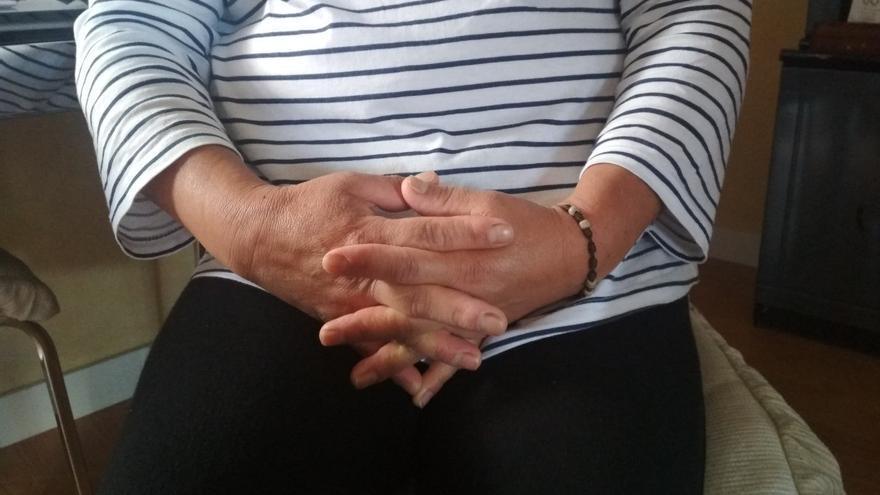 Las manos de Maria, cuidadora doméstica