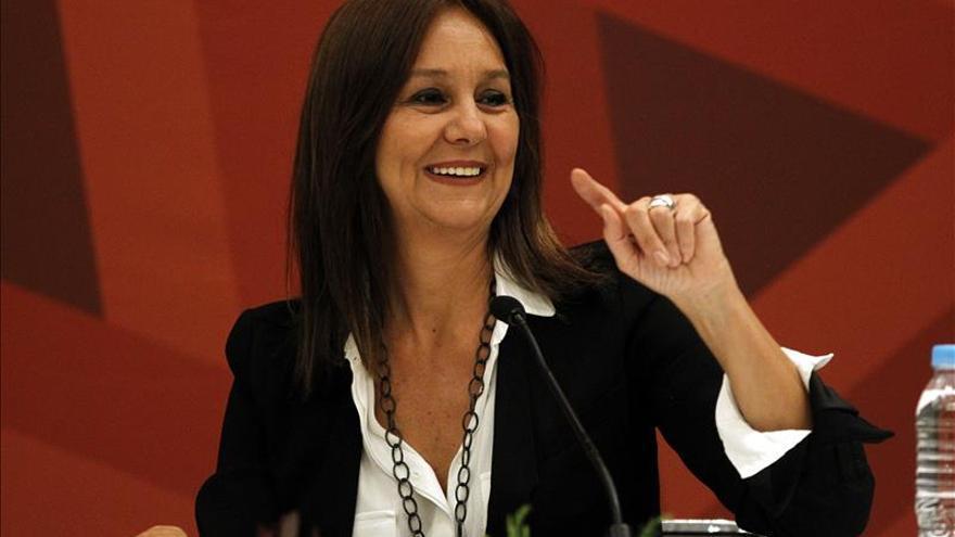 """El éxito de """"El tiempo entre costuras"""" fue refrescante, dice María Dueñas"""