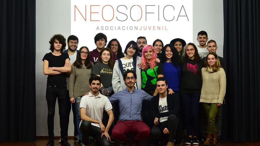 En la imagen, miembros de la Asociación Juvenil Neosófica.