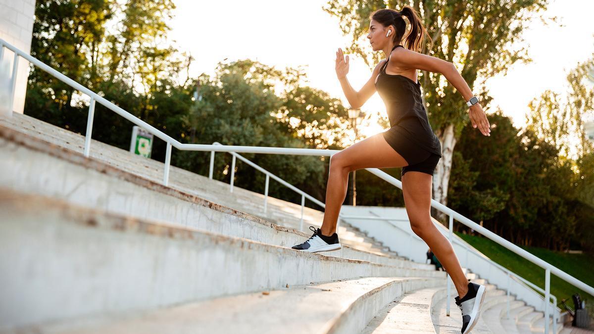 Una mujer haciendo deporte
