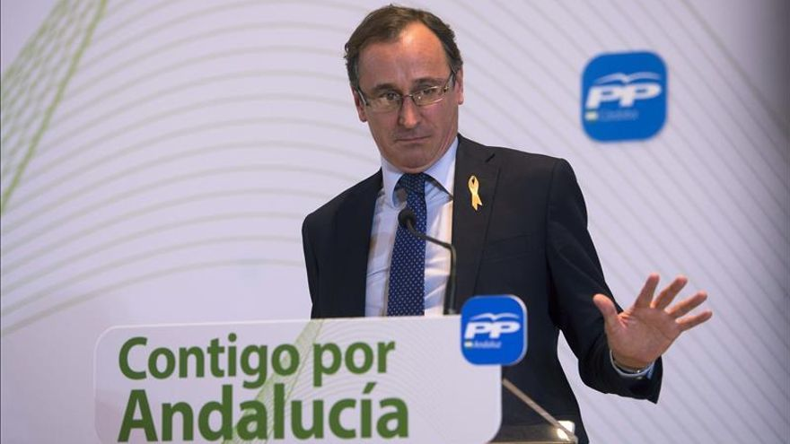 """Alfonso Alonso considera que Susana Díaz quiere """"mandar"""" y Juanma Moreno """"trabajar"""""""