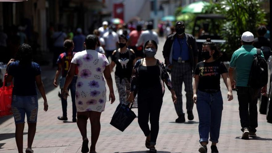 Panamá con un nuevo récord de casos y muertes por COVID-19 retoma las restricciones
