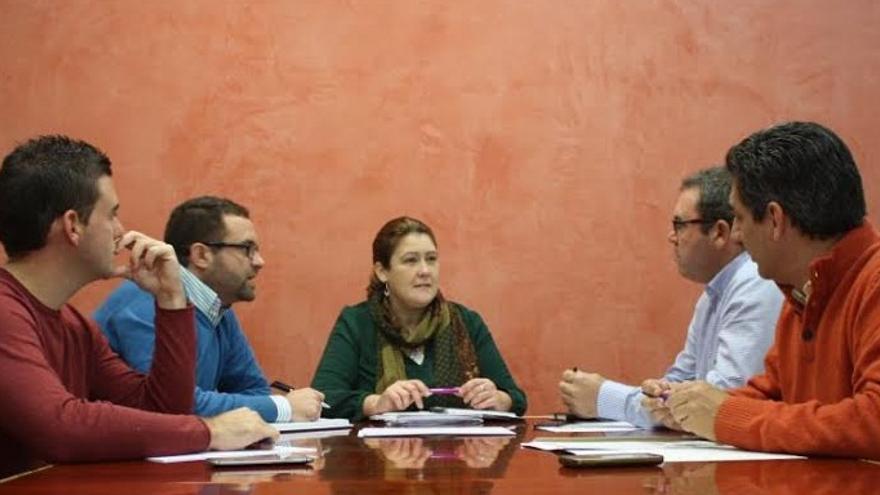 Reunión del Grupo Parlamentario Socialista con representantes de la Denominación de Origen Torta del Casar / PSOE