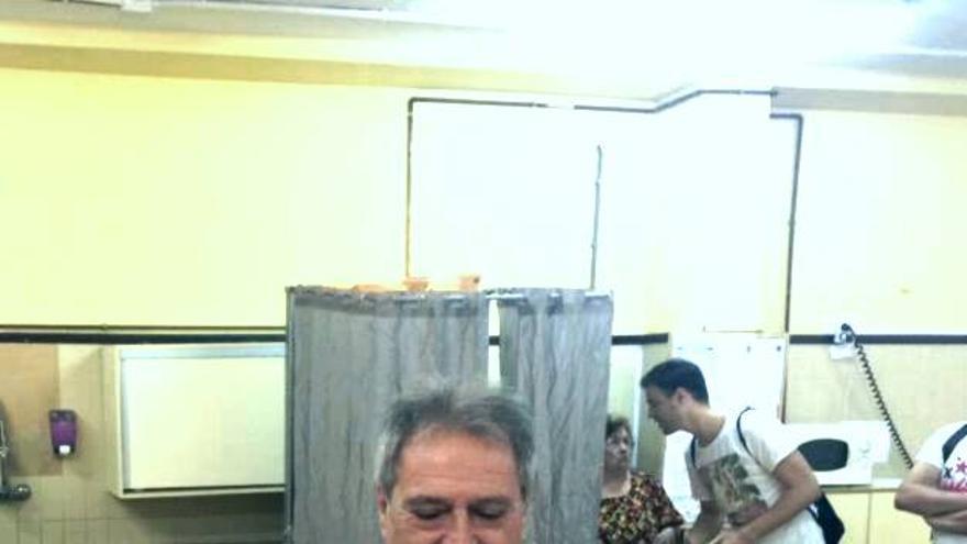 Alfonso Rus vota en Xàtiva.