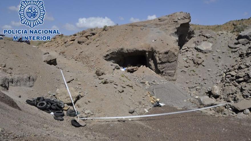 Cueva en la que apareció el cuerpo del joven asesinado en Arrecife.