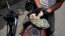 La gasolina aviva las llamas de la polarización en Venezuela
