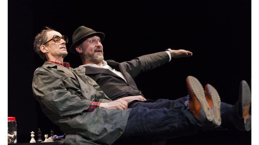 Escena de la obra 'Reikiavik' representada por Daniel Albaladejo y César Sarachu.