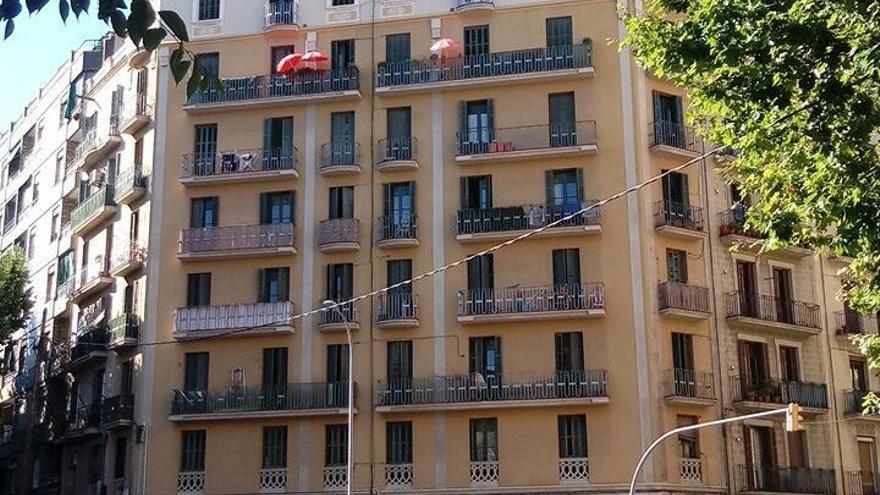 Imagen del edificio de la calle Aragó, dónde la PAH ha ocupado siete pisos