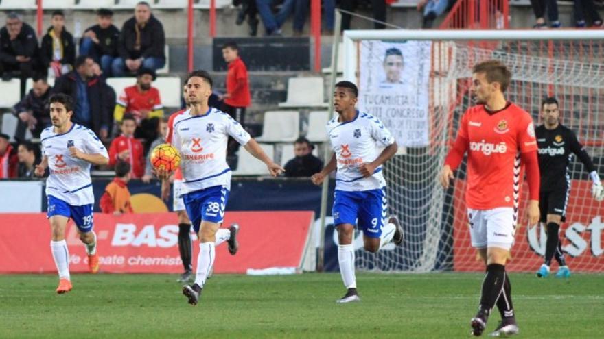 Omar tras anotar el gol del Tenerife ante el Nástic de Tarragona
