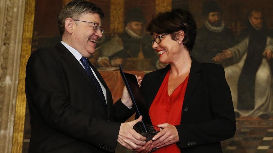 Ximo Puig entrega el premio Manuel Broseta a Francesca Friz-Prguda, representante de ACNUR