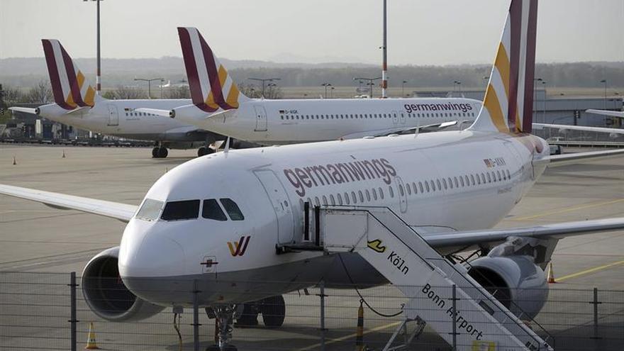 Las aerolíneas alemanas dejan de aplicar la norma de dos personas en la cabina de vuelo