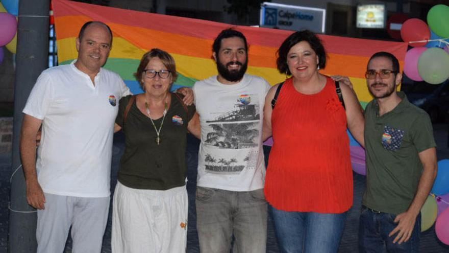 De izquerda a derecha, Santos Pastor (PSPV), Linda Herrada y Juan Cañas (SíSePuede), la también socialista Maria José Femenía y Ximo Perles (Compromís) durante el acto de junio en el que la formación morada lanzó la idea de la Plaza de la Diversidad