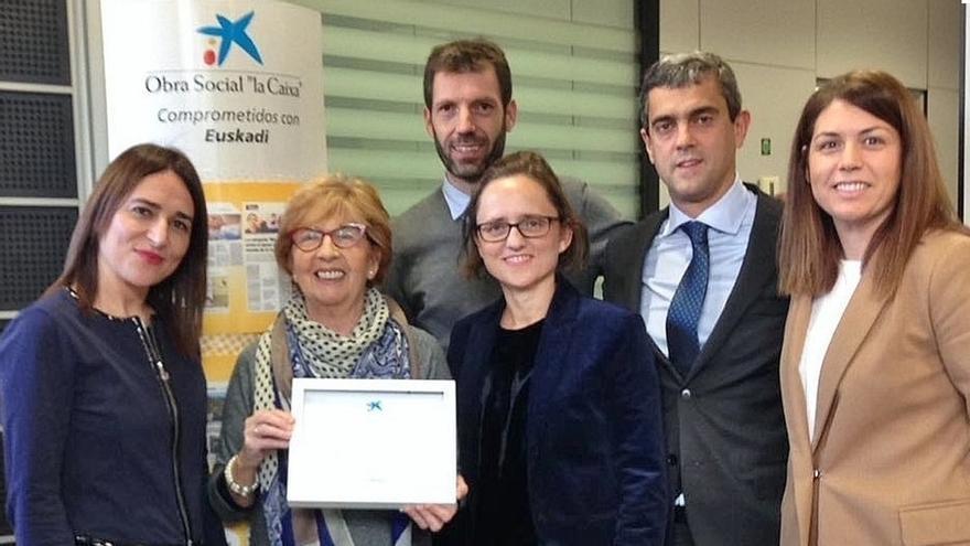 Una pensionista donostiarra finalista para el Premio Vida Activa de CaixaBank por su acogida de niños de Chernóbil