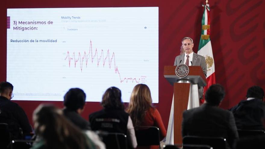 El subsecretario de Prevención y Promoción de la Salud, Hugo López-Gatell, ofrece una rueda de prensa este jueves, en el Palacio Nacional de Ciudad de México (México).
