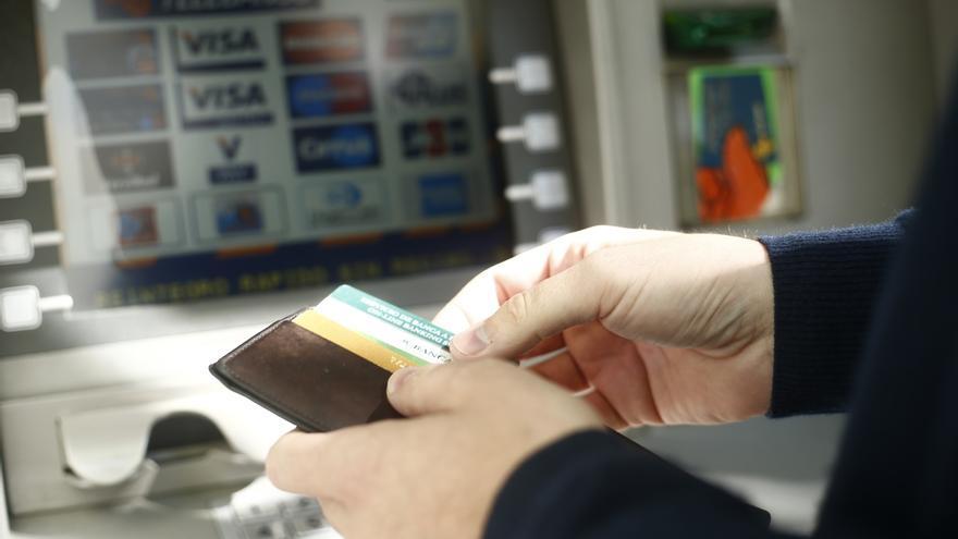 El Congreso convalida mañana la prohibición de que los bancos cobren dobles comisiones por usar los cajeros