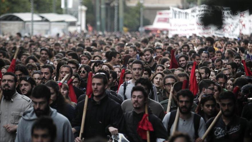 Miles de griegos se manifiestan en el 42 aniversario de revuelta estudiantil