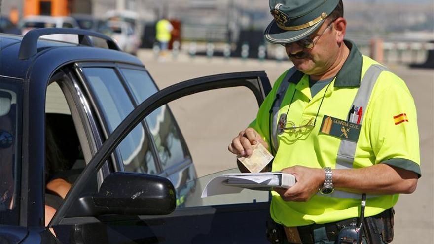 La recaudación por multas de tráfico en España desciende 68 millones en tres años