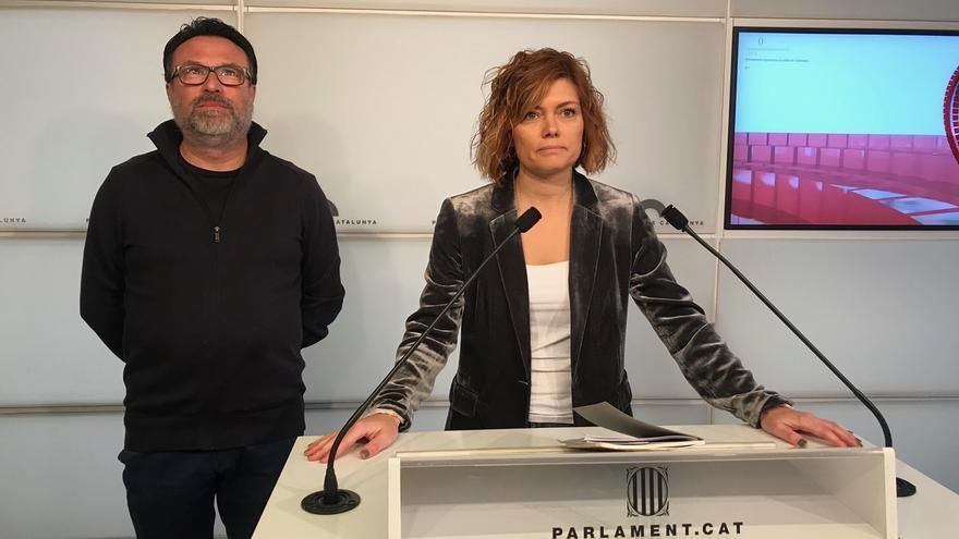 Elisenda Alamany i Joan Josep Nuet durante una rueda de prensa en el Parlament