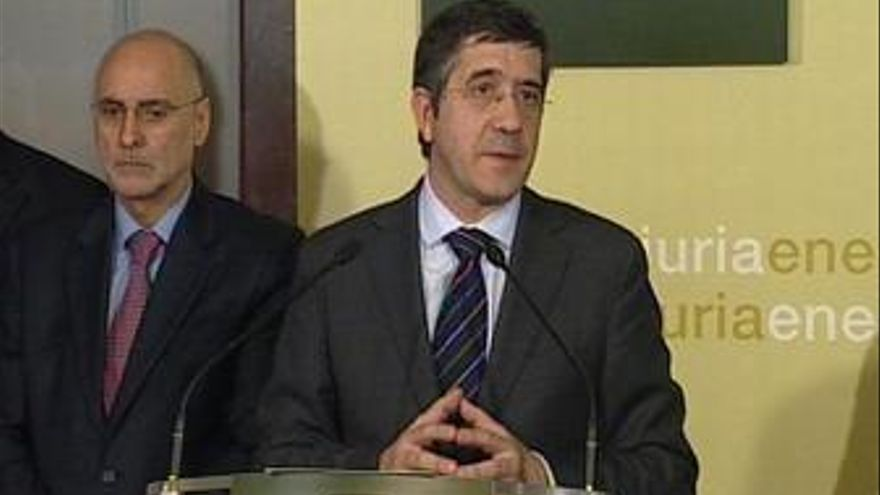 Patxi López en primer consejo de Gobierno