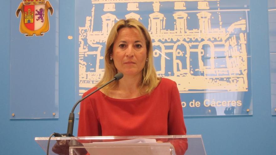 """La senadora del PP y alcaldesa de Cáceres se postula a favor del """"voto libre"""" y """"en conciencia"""""""