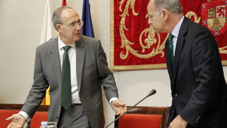 El fiscal jefe del Tribunal Superior de Justicia de Canarias, Vicente Garrido (i) y el diputado del PP Jorge Rodríguez.