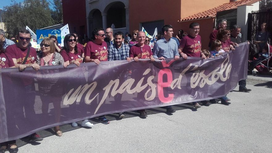 El conseller de Educación, Vicent Marzà, en el centro, en la trobada de Escola Valenciana en Montaverner en 2016.
