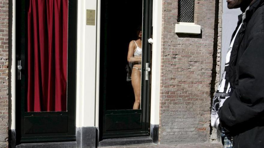 """Ámsterdam prohíbe las visitas guiadas al Barrio Rojo para """"limpiar"""" la zona"""