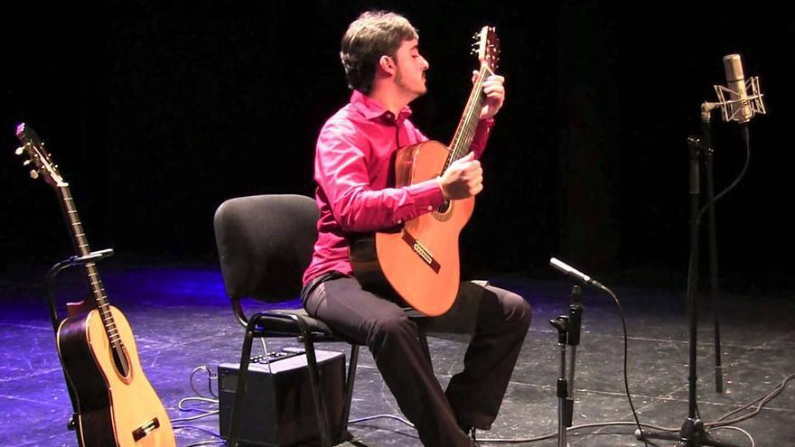 Javier Llanes, en un recital.