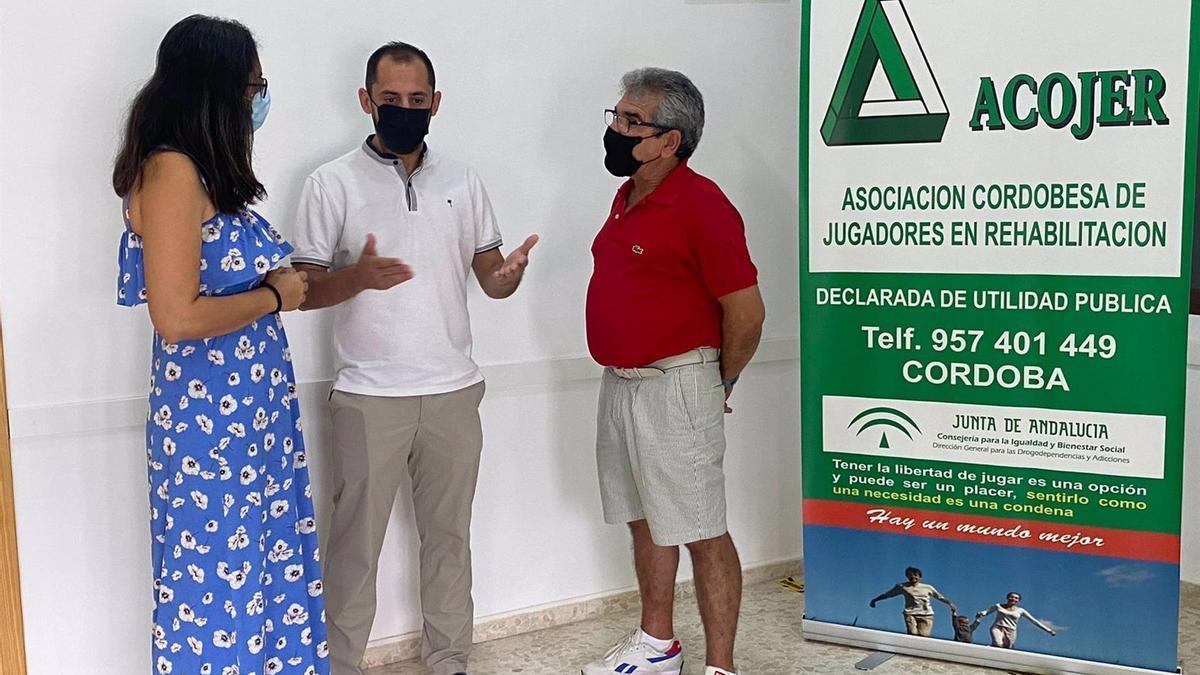 Sebastián Pérez (centro), en la reunión con Acojer.