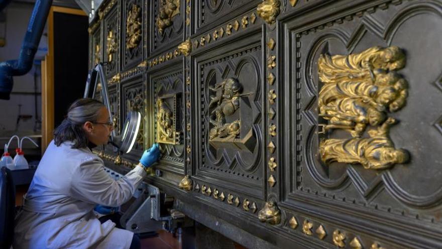Florencia reúne las tres monumentales puertas de su baptisterio