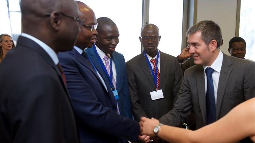 El presidente del Gobierno de Canarias, Fernando Clavijo, asiste a la inauguración del foro internacional Africagua 2015, hoy en el Palacio de Congresos de Fuerteventura. EFE/Carlos de Sáa