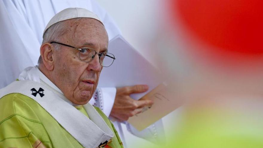 El papa Francisco en la Misa de clausura del Encuentro Mundial de Familias llega en el Phoenix Park de Dublín