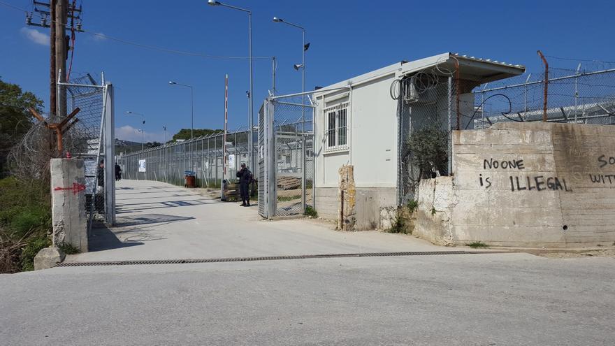 Entrada del centro de detención de refugiados de Lesbos.   Lluís Miquel Hurtado