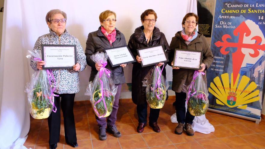 Las homenajeadas posando juntas tras el evento. FOTO: Loli Monseco