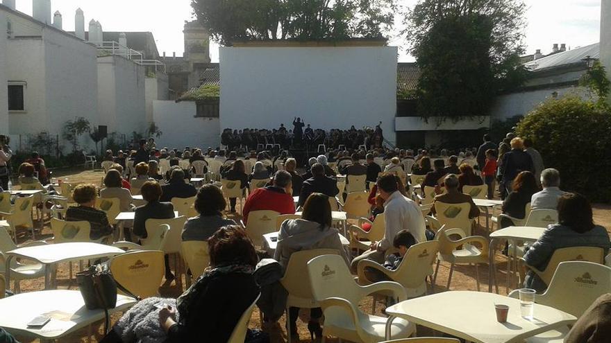 Concierto de una banda de música en el cine de verano Fuenseca.