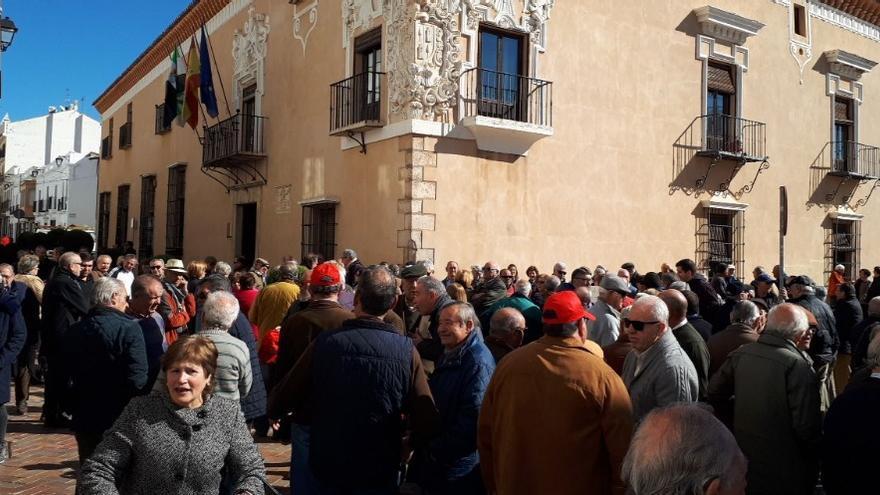 Concentración en Almendralejo / Foto: @CampaDignidadEx