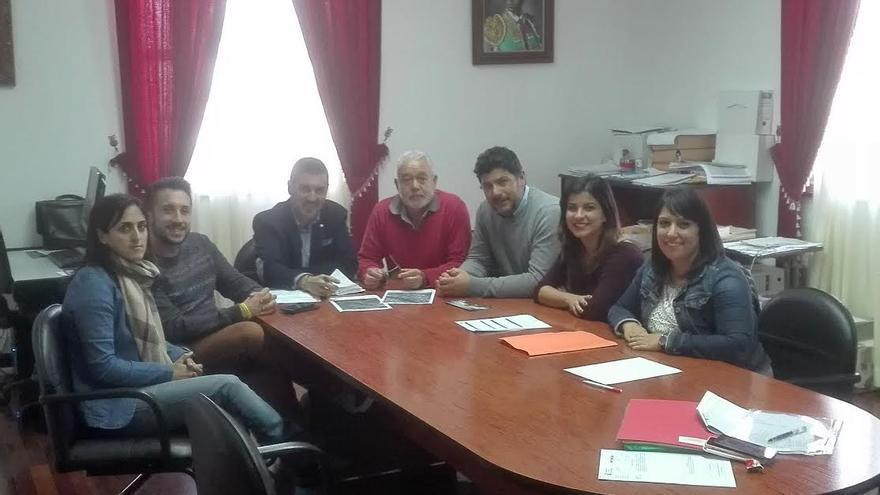 En la imagen, reunión mantenida por los responables de La Palma Film Commission con miembros del Ayuntamiento de Garafía.