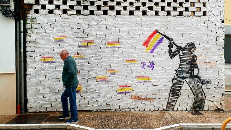 Una de las paredes con pintadas reivindicativas de Trebujena.