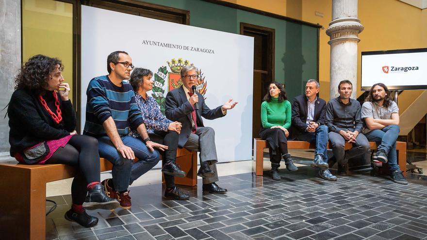 Pedro Santisteve junto a sus concejales y concejalas