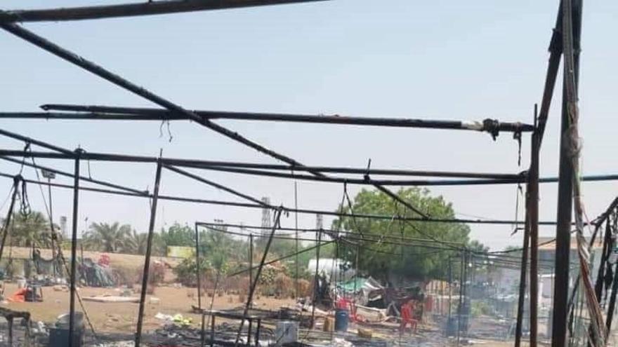 Imágenes de cómo han quedado algunas zonas de la acampada de manifestantes en Jartúm después de los ataques de la Junta Militar.