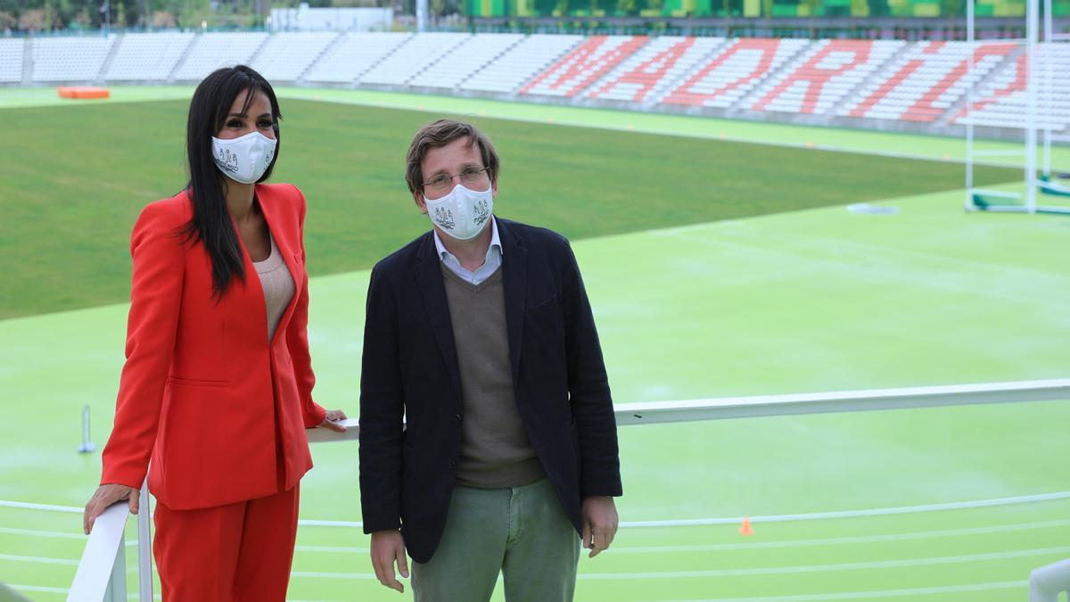 Villacís y Almeida, durante una visita al Estadio de Vallehermoso