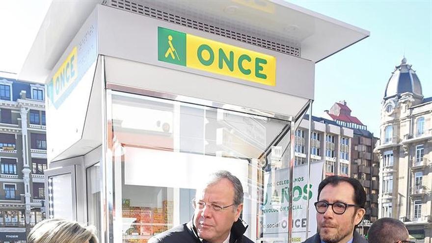La ONCE estrena en León su nuevo modelo de quiosco, más accesible y cercano
