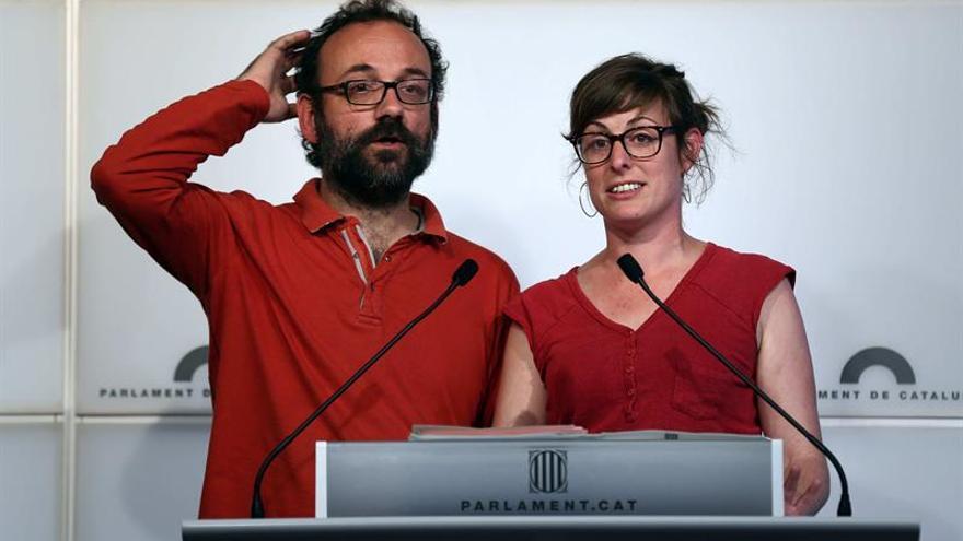 Los diputados de la CUP suscriben un manifiesto que pide un referéndum en 2017