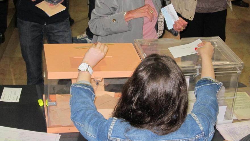 La Junta Electoral regula el voto de los interventores de los partidos para evitar que voten dos veces en mayo