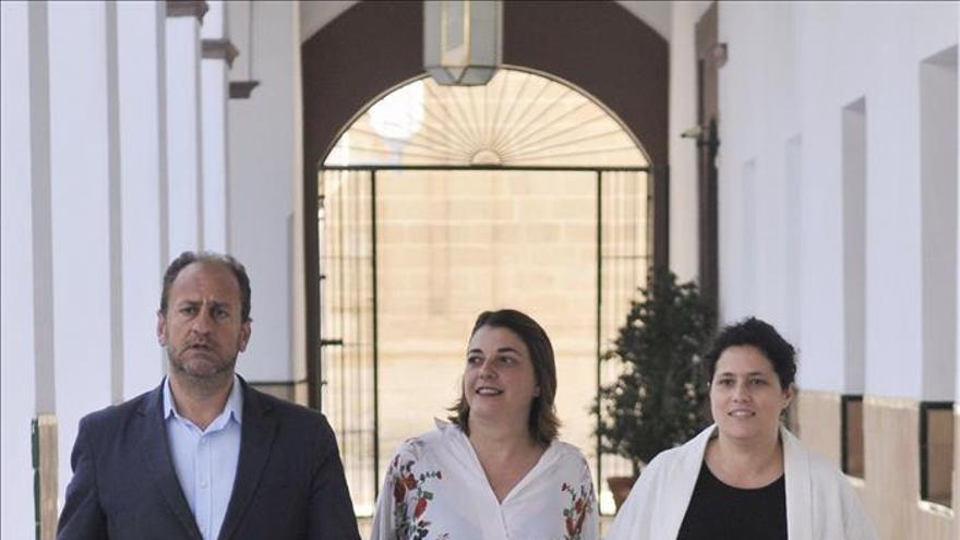 La consejera andaluza de Fomento y Vivienda se incorpora a la reunión de IU
