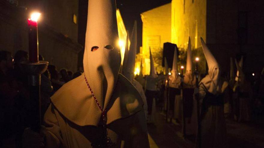 La Semana Santa de Zamora vive su momento culmen con el Miserere del Yacente