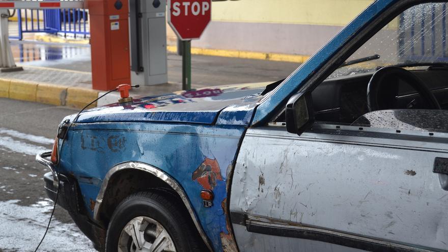 Un vehículo registrado, en la frontera entre Beni Enzar y Melilla | N.C.