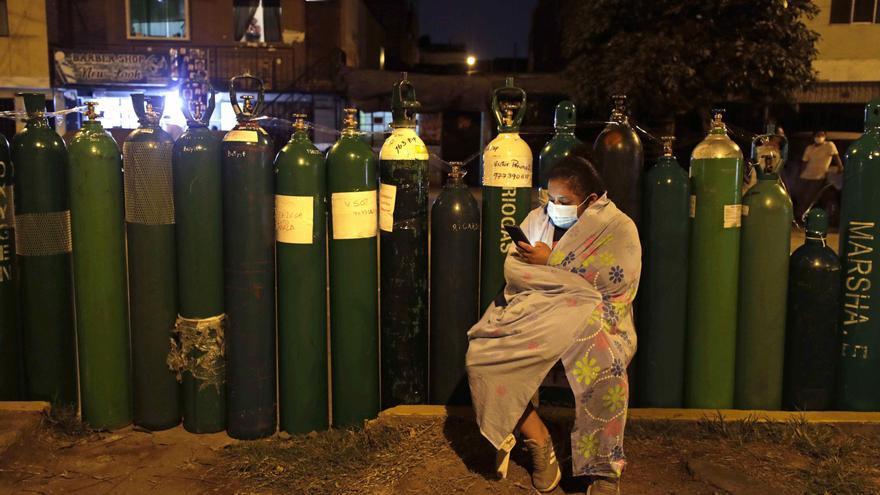 Oxígeno, camas UCI y vacunas: los retos urgentes del nuevo Gobierno de Perú