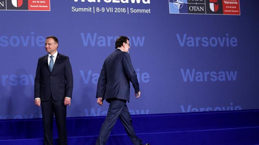 Stoltenberg y el presidente polaco reciben a Rajoy al llegar a la cumbre de OTAN