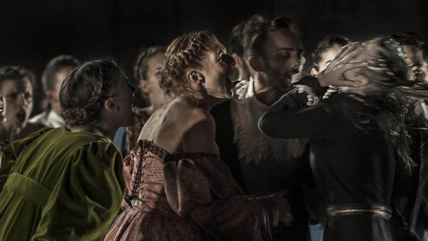 Escena de 'Juana' de la compañía ilicitana Otra Danza